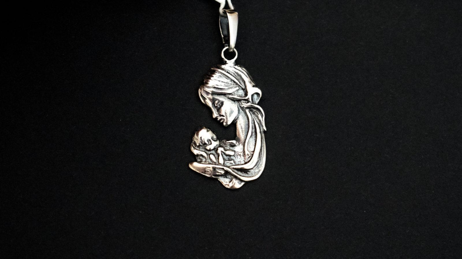Maryja z dzieciątkiem medalik
