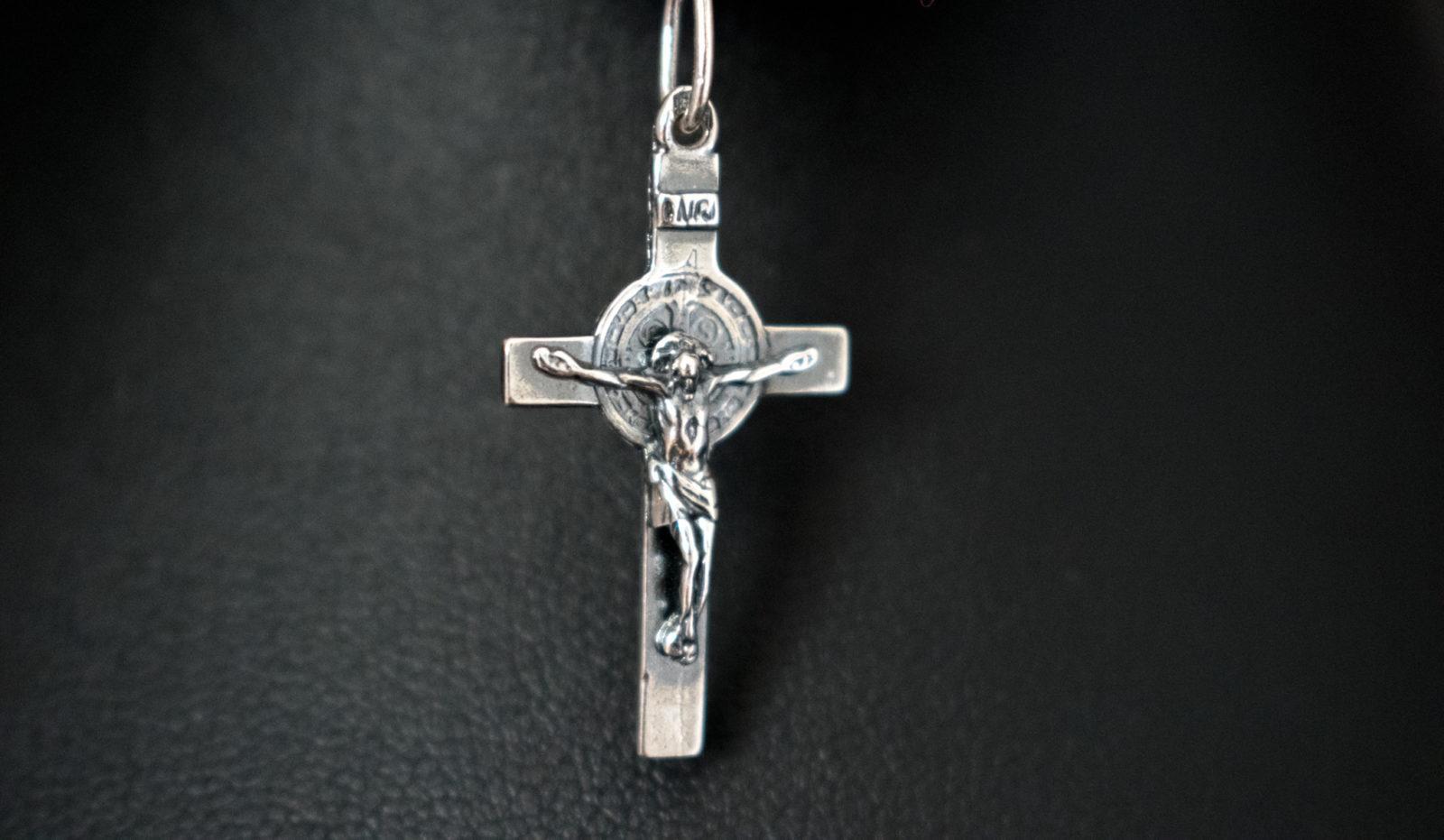 krzyżyk srebrny medalik